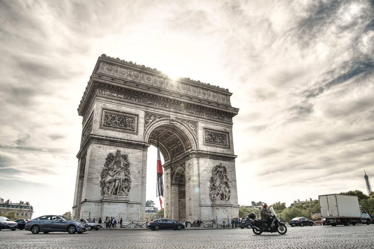 Der Arc de Triomphe